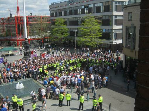 EDL surrounded in Sheffield