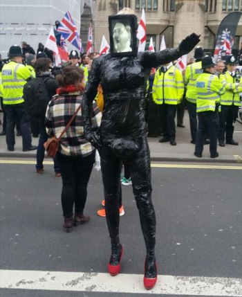 Something very strange at the anti-PEGIDA demo...