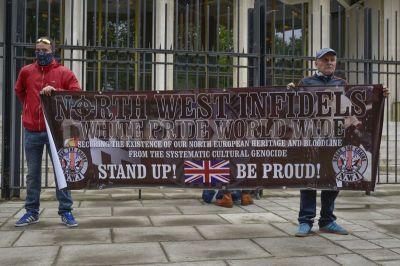 1432587796-farright-protestors-convene-on-us-embassy-in-london-united-kingdom_7680663